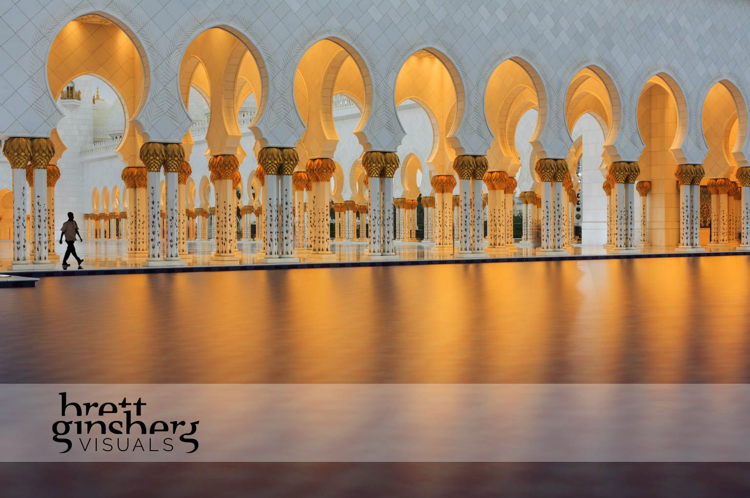 grand mosque in abu dhabi at sunset