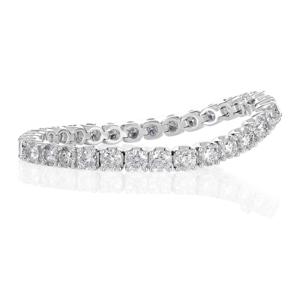 jewellery photography of diamond tennis bracelet